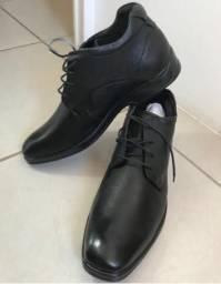 Sofisticado sapato em couro legítimo marca Democrata (44)