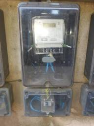Eletricista fazemos serviços diferenciados ligue agora