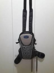 Descrição: Canguru Burigotto Kangoo cinza para crianças com peso mínimo de 3,5kg ou 53cm e