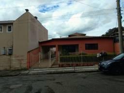 Casa em Mairinque, S P com 4 quartos sendo uma suíte, edícula e churrasqueira