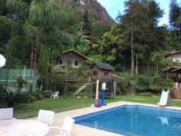 Casa para reunião de famílias e amigos -13 suítes até 25 pessoas - Petrópolis