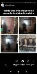 Arca oratório e mesa de 6 cadeira de madeira masissa de cerejeira antiga