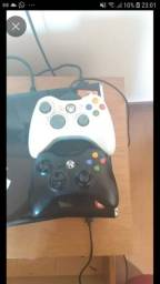 Xbox 360 slim 2 controles +JOGOS (gta V incluso)