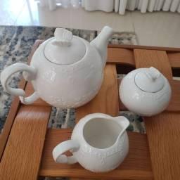 Conjunto com três peças para chá