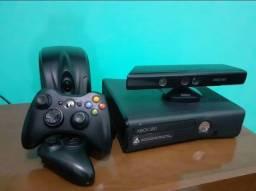 Título do anúncio: XBOX 360 com 2 controles
