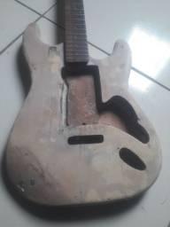 Vendo guitarra com ponte e escudo