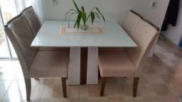 Título do anúncio: Mesa de Jantar Semi Nova com 4 cadeiras
