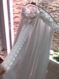 Mosquiteiro tecido de teto acabamento renascença. Branco