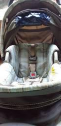 Vende carrinho de bebê e bebê conforto com base