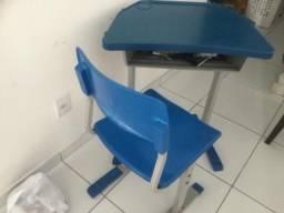 Escrivaninha de estudos azul para criança