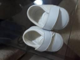 Vende-se sapatinhos de bebê (0 a 3 meses /tamanhos 11,13,15 e tamanho 18) para menino