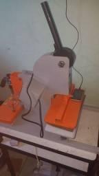 Vendo máquina de fazer chinelo mais informação chama no Zap *85