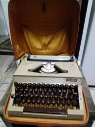 Máquina de escrever antiga