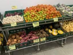 Expositor e Banca de verduras