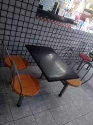 Mesa com cadeira acoplada para lanchonete