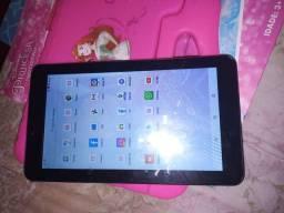 Vendo esse tablet marca multilaser ou troco em celular não pega chip
