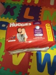 Vendo fralda Huggies roupinha
