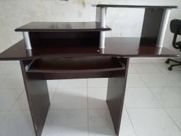 Móvel escrivaninha ou mesa de computador