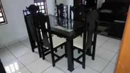 Mesa Tampo de Vidro com 06 Cadeiras
