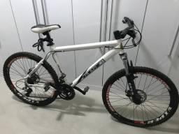 Bicicleta GTS com freio a disco
