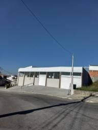Al ponto comercial Novo na entrada do bairro Santa Paula