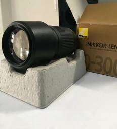 Lente Zoom Nikkor 70-300mm F/4-5.6g Nikon + Parasol