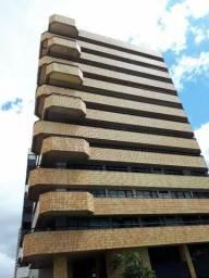 250 m², 3 suítes, gabinete, dependência, 3 vagas