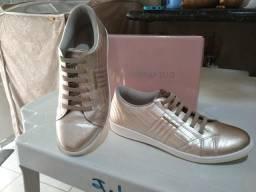 Vendo tênis novo de couro, numeração 39, marca Marina Mello comprado na loja Doramila