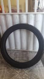 Vendo um pneu de moto maggion, e um pneu de Trator