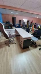 Estação de trabalho, mesa em L com balcão