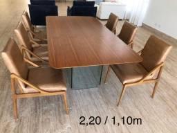 Mesa de madeira Nogueira e 6 cadeiras