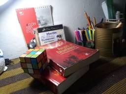 Dois livros e dois brindes