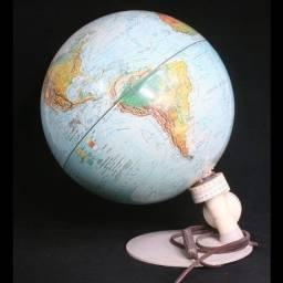 Globo terrestre iluminado dos anos 60