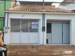 Alugo Casa Altamira, Centro, 5 Quartos, sendo 2 suítes, 2 semi-suites e 1 quarto