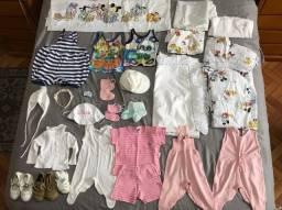 Lote de Roupa, roupa de cama e acessórios de bebê preço por tudo