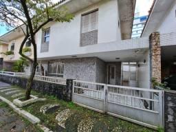 Título do anúncio: Casa de condomínio sobrado para venda com 3 quartos a 01 quadra da praia - Santos