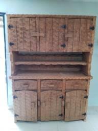 Armário madeira maciça talhado a mão