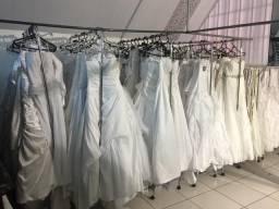 Lote com 90 vestidos de noivas