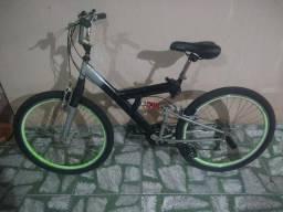 Bicicleta aro 26 com dupla suspensão