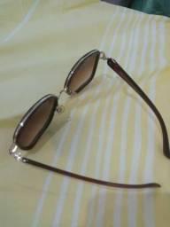 Troco bolsa e óculos novos e de marca por um liquidificador e uma sanduícheira.