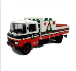 Miniatura caminhão Mercedes Benz L608D transporte de Gás