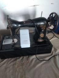 Máquina de costura antiga Singer com motor