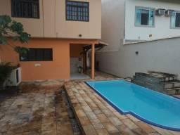 Casa duplex 3 quartos sendo 1 suíte, a venda no bairro Mirante da Lagoa. Macaé - RJ