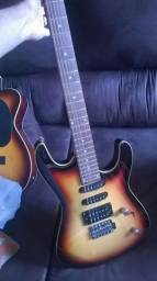 Guitarra semi nova, sem marcas de uso stratocaster