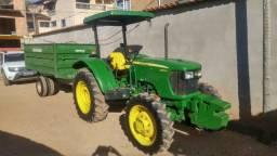 Trator John Deere 5055-E + Carreta agrícola 5.000L