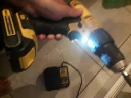Parafusadeira / Furadeira à Bateria 20V Bivolt c/ 2 Bateria Impacto 1/2 POL DEWALT