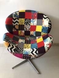Poltrona/Cadeira giratória decorativa