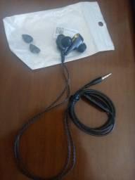 Fone de ouvido com fio resistente