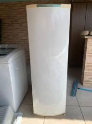 Vende-se geladeira e máquina de lavar