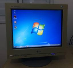 "Monitor LG 17"" Flatron ez T730SH Crt Bivolt Cabos Funcionando Perfeito!"